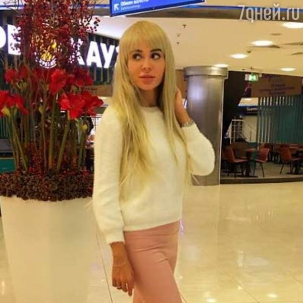 Анна Калашникова стала блондинкой