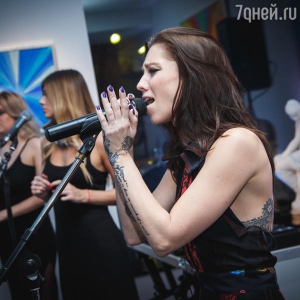 Дочь Ирины Салтыковой показала свои многочисленные татуировки