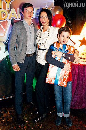 Алика Смехова подарила сыну дискотеку