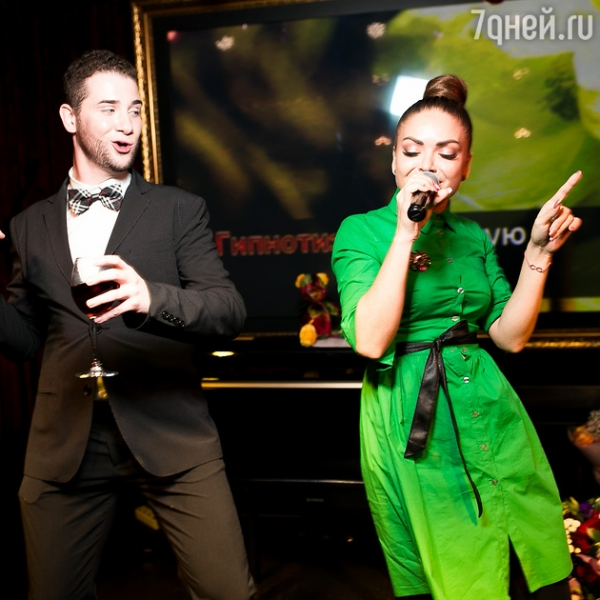 Участница шоу «Голос» поздравила «бронзовую» Миссис Мира