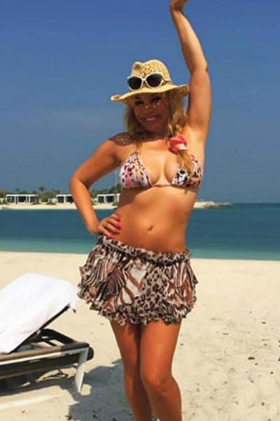 51-летняя Распутина хвастается фигурой в бикини