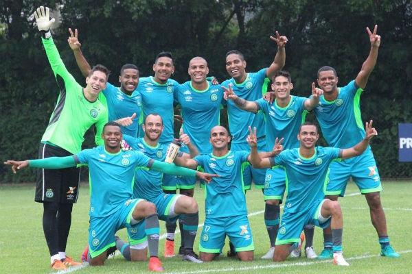 Футболисты борются за жизнь после авиакатастрофы в Колумбии