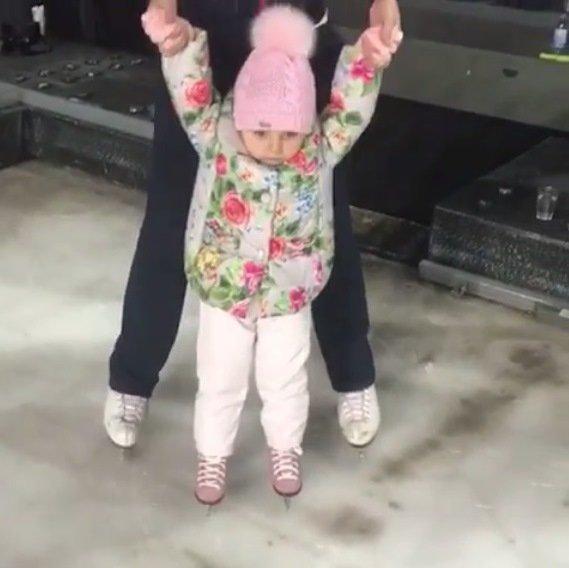 Маленькая дочка Татьяны Навки пошла по стопам мамы