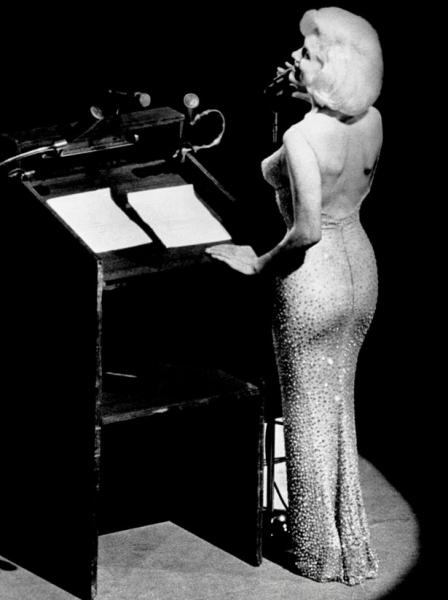 Платье Мерилин Монро продано на аукционе за рекордную сумму