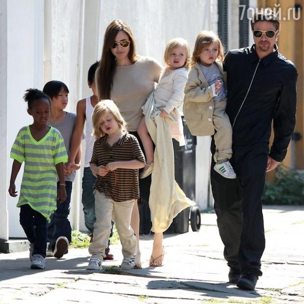 Анджелина Джоли не позволила детям увидеться с отцом в День Благодарения