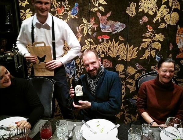Рэйф Файнс в Петербурге отужинал в ресторане жены Шнура