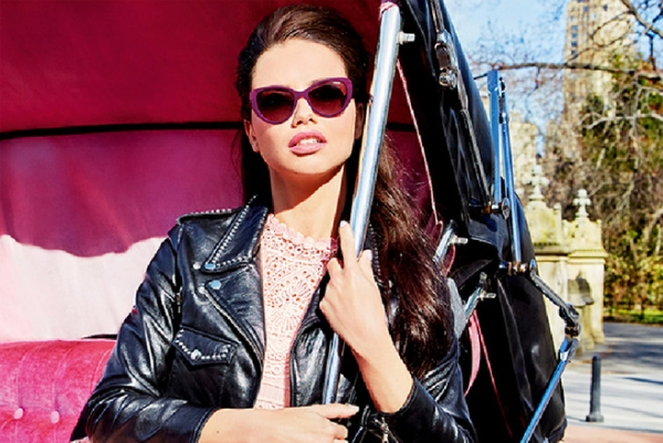 Adriana Lima presented the autumn collection points