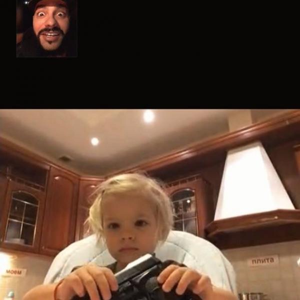 Тимати поразил подписчиков снимком дочери с пистолетом