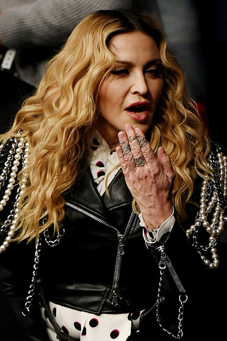 Руки выдали: Мадонну поймали на фотошопе