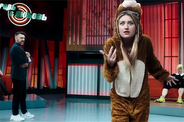 Аж перья летят: Шнуров снял клип-пародию на свое ток-шоу