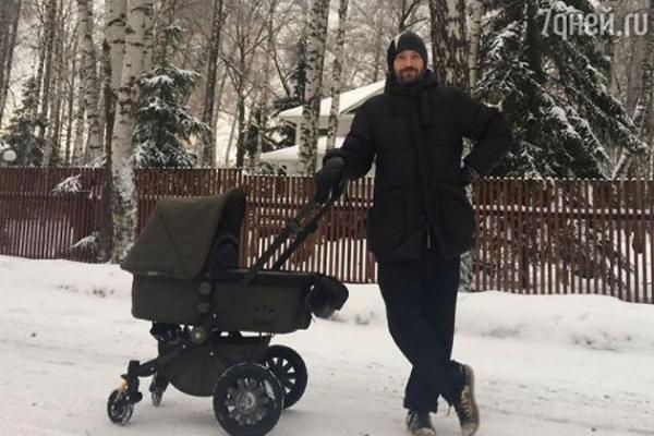 Владимир Кристовский впервые показал новорожденного сына