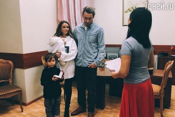 Айза Анохина официально вышла замуж