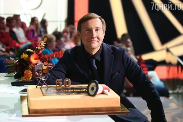 Заворотнюк и Аверин поздравили режиссера картины «Легенда№17» с юбилеем