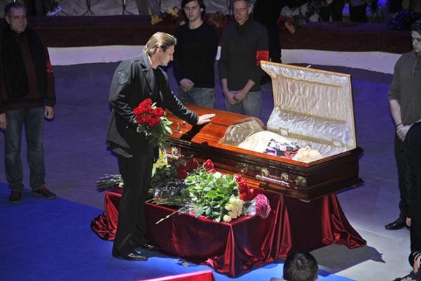Прощание с легендой: Олега Попова похоронят в костюме клоуна
