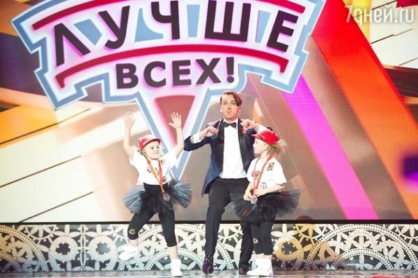 ВИДЕО: Максим Галкин скачет на диване