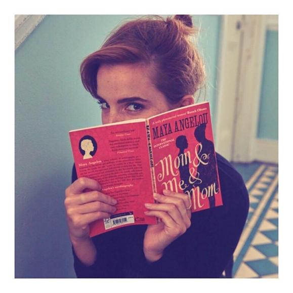 Эмма Уотсон спрятала книги в лондонском метро
