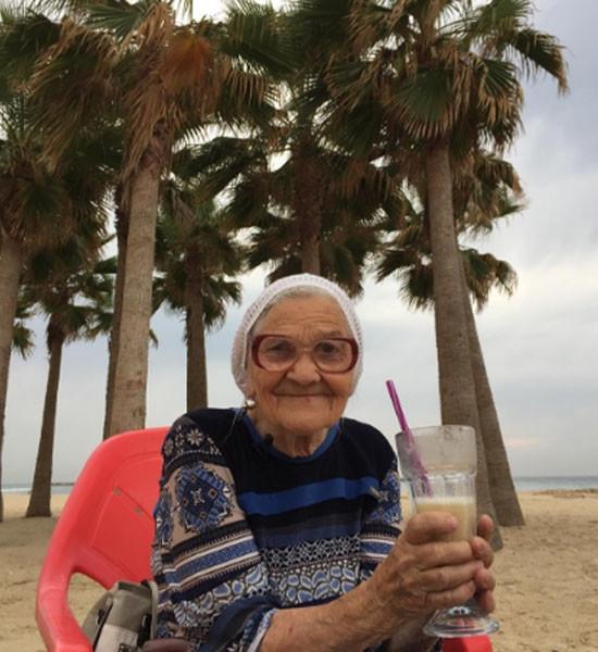 89-летняя баба Лена объехала полмира на пенсию