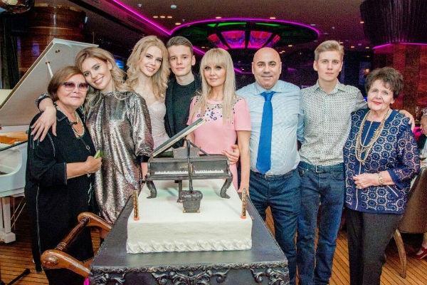 Арсений Шульгин устроил грандиозный праздник на 18-летие. ФОТО