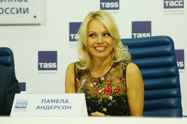 Памела Андерсон думает о переезде в Россию