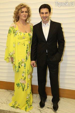 Лиза Арзамасова приехала в зимний Сочи в откровенном платье