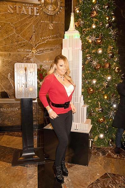 Мерайя Кери открыла рождественскую ёлку вместе с новым бойфрендом