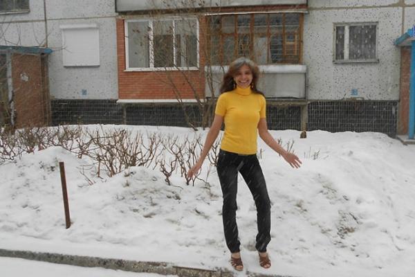 А вам слабо? 54-летняя россиянка в морозы гуляет в босоножках и шортах