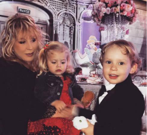 Алла Пугачева выложила в сеть невероятно милые фото Лизы и Гарри