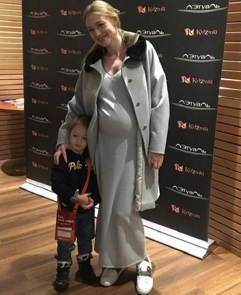Оксана Акиньшина показала живот на 9-м месяце беременности