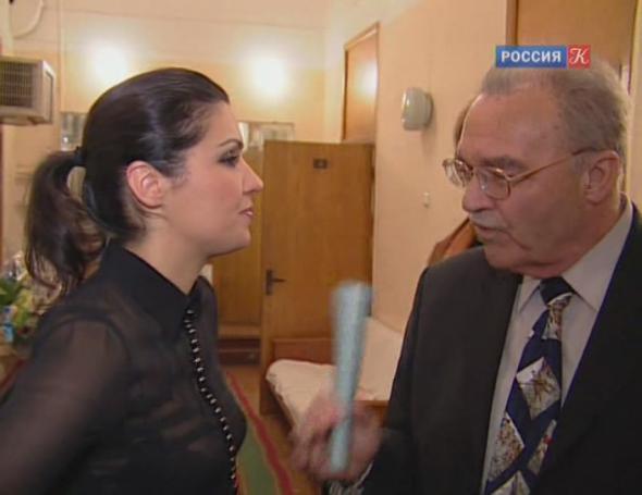 Отец Анны Нетребко молится за ее награду