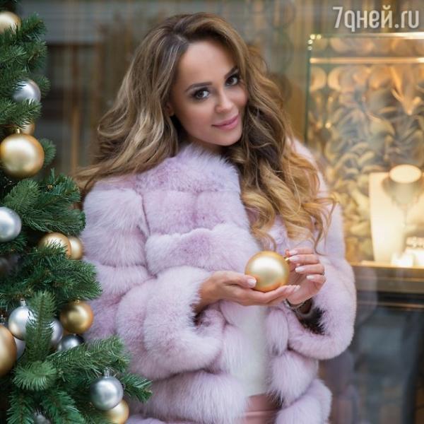 Анна Калашникова показала платье, в котором встретит Год Огненного Петуха