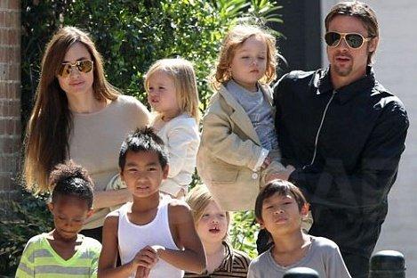 Анджелина Джоли пошла на перемирие с Брэдом Питтом