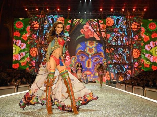 Самые эффектные выходы лучших моделей мира на шоу Victoria's Secret 2016
