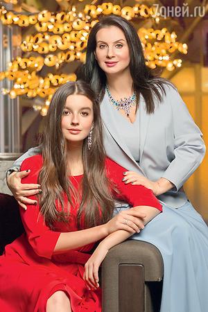 Дочери Екатерины Стриженовой объявили бойкот