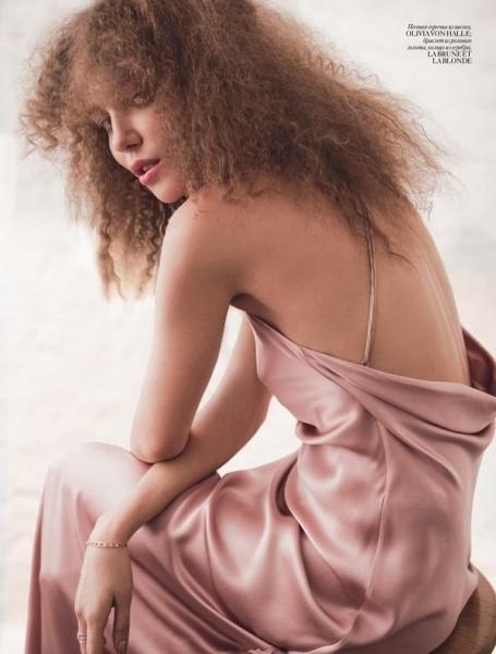 Российская красотка  Дарья Коновалова украсила новый Vogue