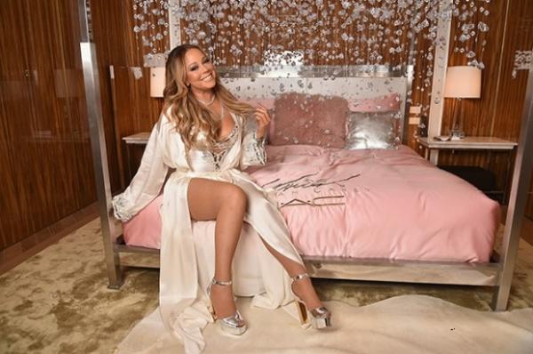 Мерайя Кери представила свою новую косметическую линию в будуаре