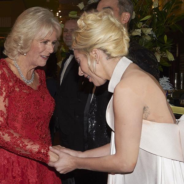 Леди Гага замазала татуировки для встречи с королевской семьей