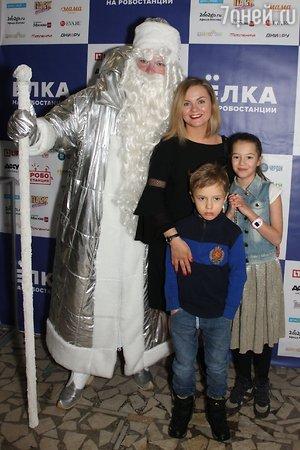 Юлия Проскурякова пришла на елку с дочкой