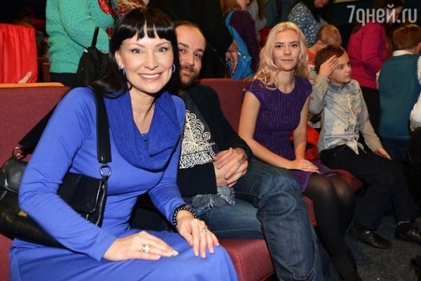Дочь Нонны Гришаевой приехала на каникулы из Лондона