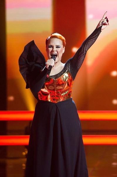 Участница «Голоса» вышла на сцену в костюме викинга