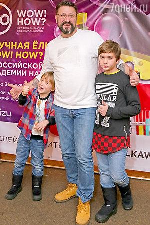 Виктор Логинов сводил детей только на одно новогоднее представление