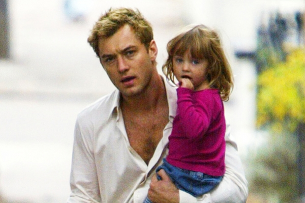 Джуд Лоу не общается с маленькой дочерью больше года