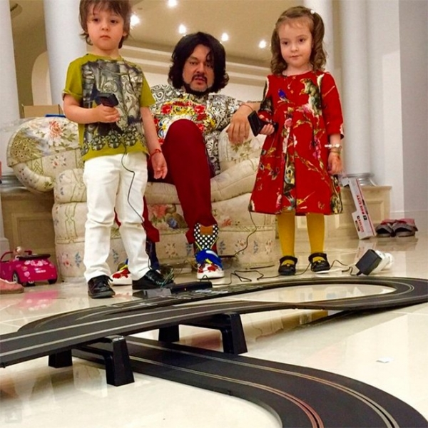 Филипп Киркоров отказался от заработка ради своих детей