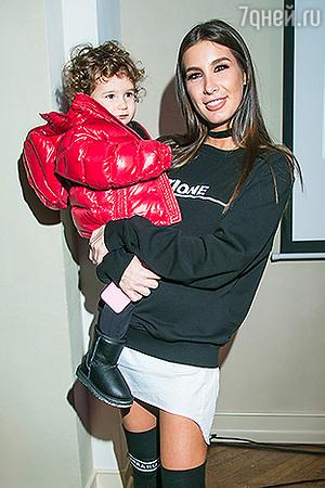 Кети Топурия представила новую коллекцию одежды вместе с дочкой