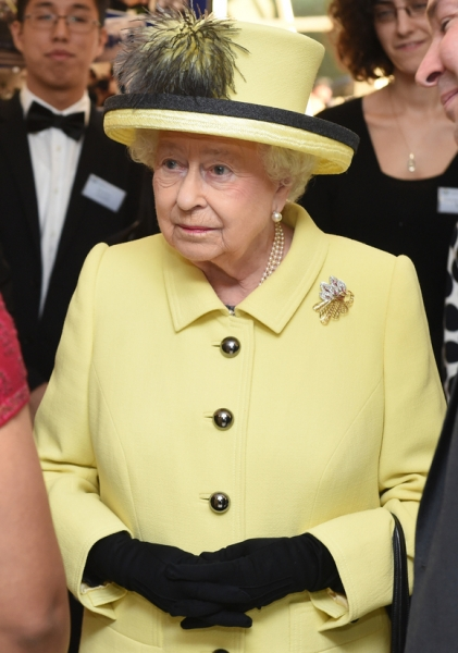 Королева Елизавета одобряет роман принца Гарри и Меган Маркл
