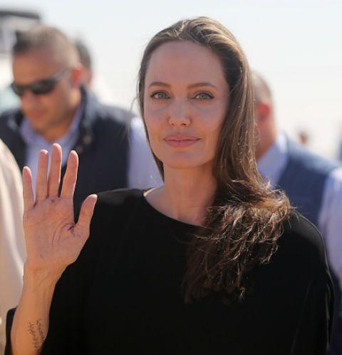 Вес Анджелины Джоли достиг критической отметки