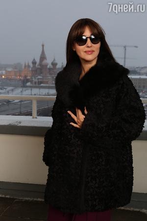 Моника Беллуччи прилетела в Москву вместе с Эмиром Кустурицей