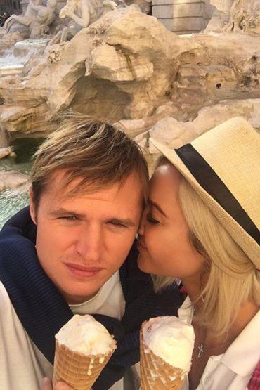 Seeing Facebook, Tarasov has declared itself free