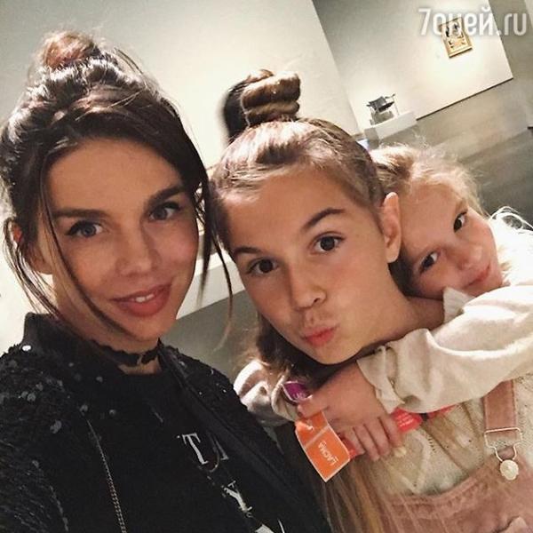 ВИДЕО: Анна Седокова внушает дочкам, что красота — это не главное в жизни