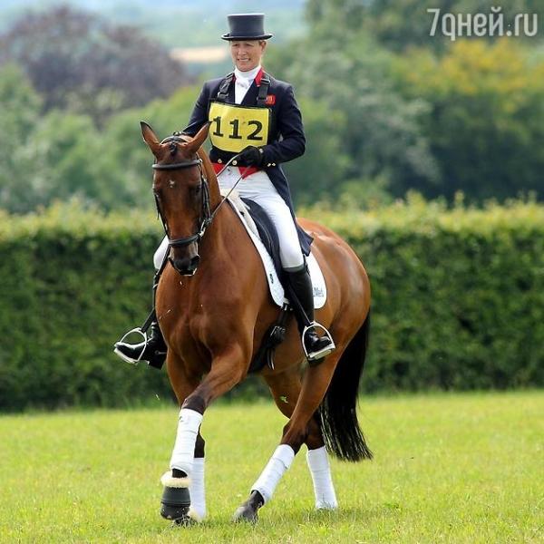 Внучка королевы Елизаветы упала с лошади во время соревнований