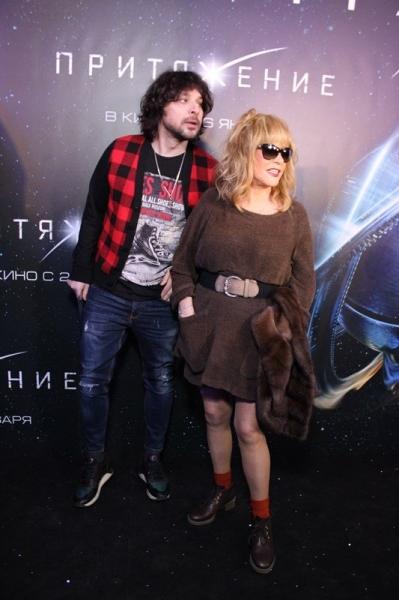 Алла Пугачева появилась на премьере фильма «Притяжение» в мини-платье